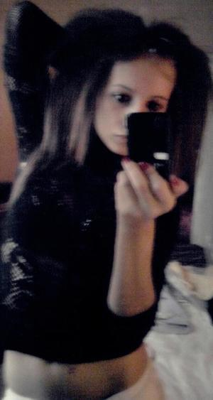 Melodie is looking for adult webcam chat
