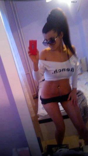 Celena from Bickleton, Washington is looking for adult webcam chat