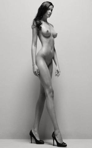 очень высокие голые женщины фото