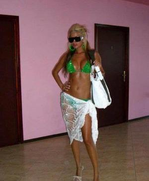 Renae from Richmond, Virginia is looking for adult webcam chat